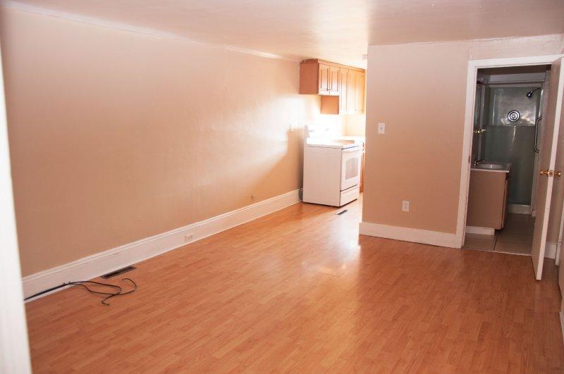 1804-11th-st-3rd-flr_living-room_1a_062215
