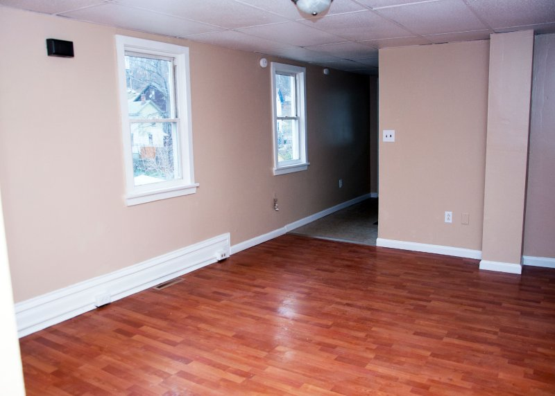 1804-11th-st_apt-2_livingroom-1a_040915