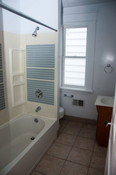 211-maple_bathroom_1a