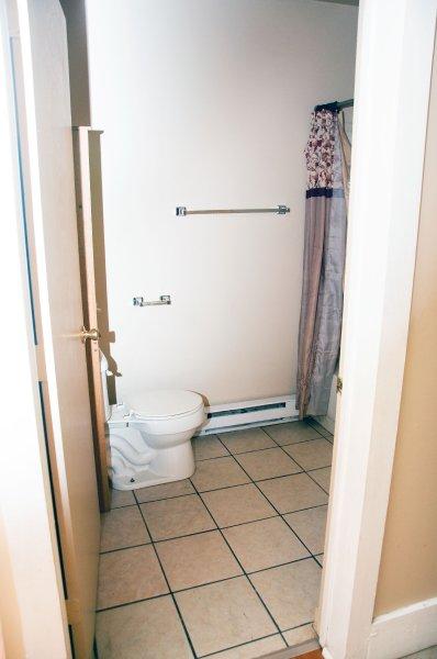 603-6th-ave-1st-flr_bathroom_1a_100414
