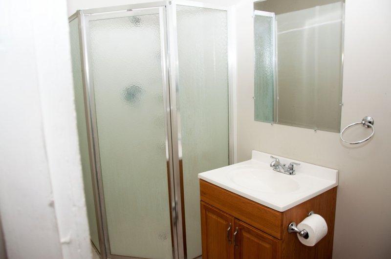 603-6th-ave-2nd-flr_bathroom_1a_100414