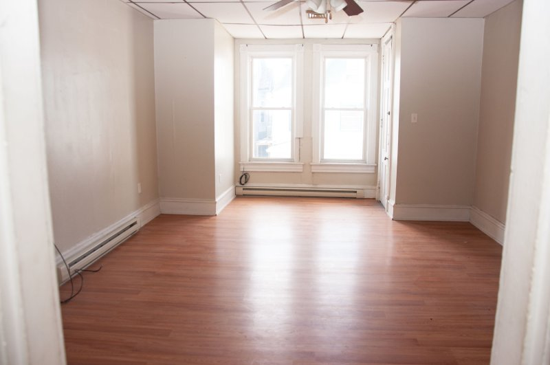 603-6th-ave-2nd-flr_living-room_1a_100414